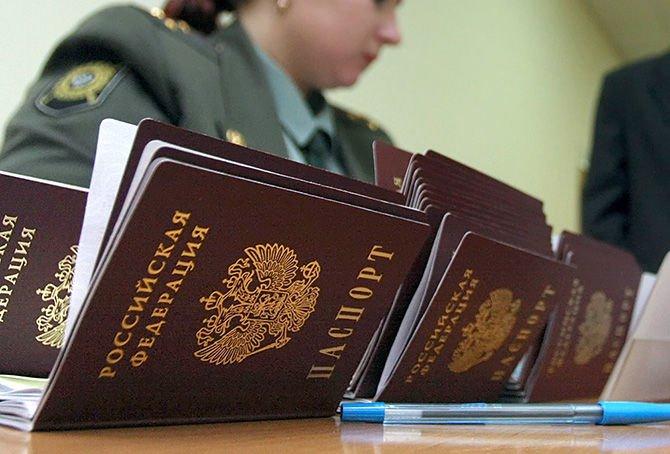 Вклеить фото в паспорте